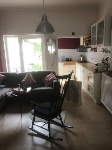 House in a row- 20min walk from city centre