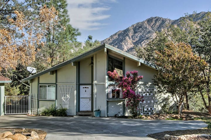 Enjoy lovely views of the Greenhorn mountains right from the private backyard!