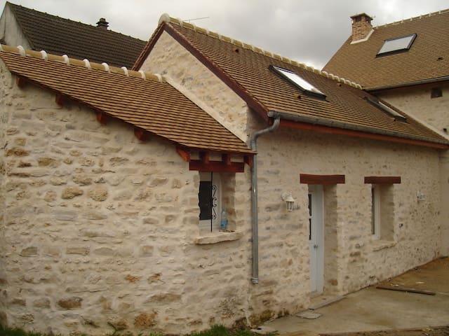 maison en pierre 44 m2 - Baulne - Rumah