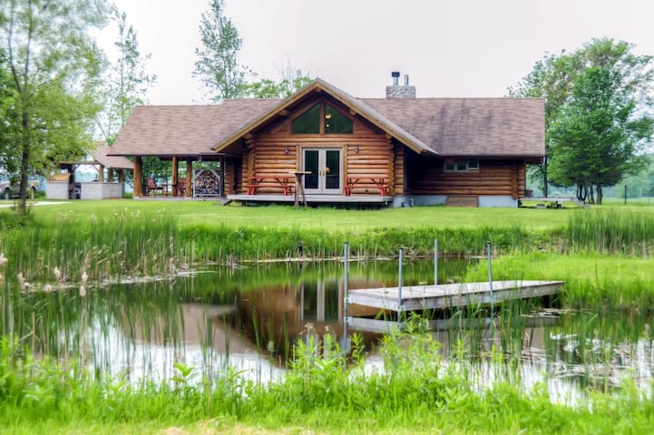 2BR Valders Log Cabin -Gateway to Rural Wisconsin!