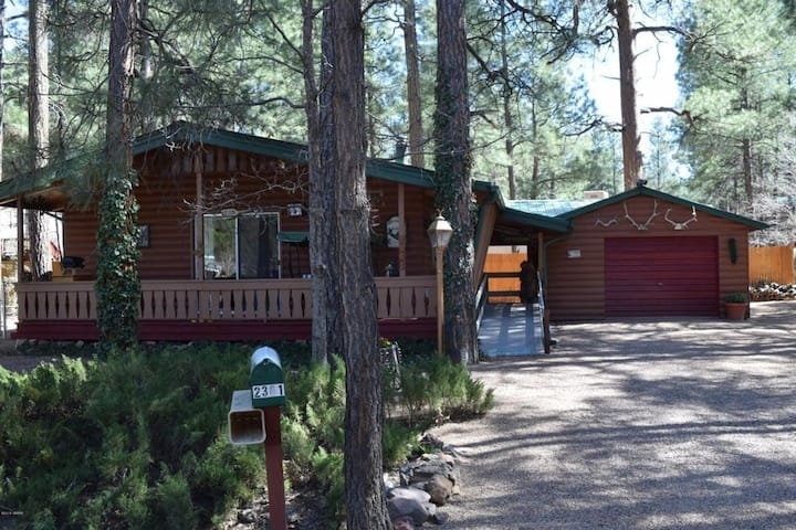 Family/Pet Friendly Cozy Pines Cabin Paradise