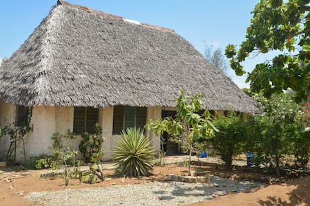 Safe and comfy house, 5 minutes from Bofa Beach - Kilifi