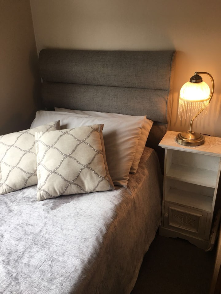 Room in modern house near Chelmsford city centre