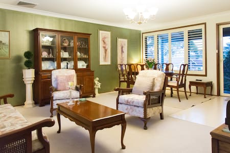 4 bedroom home 2km from cronulla! - Caringbah - House