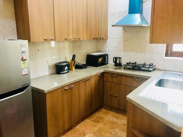 Fully loaded Kitchen with Stovetop Gas, Refrigerator, Microwave and all cookware to make a complete meal.