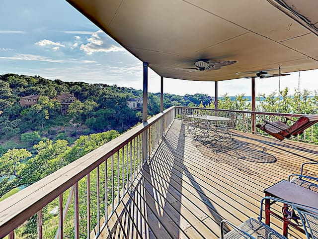 Lakeside Palace w/ Pool & Hill Country Views!