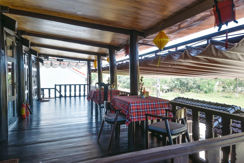 A perfect setting to enjoy a delicious meal or drink, while you watch the world bustling outside.