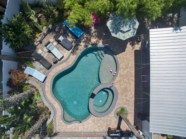 Upscale Pool House walk to Flagler Ave & Beach