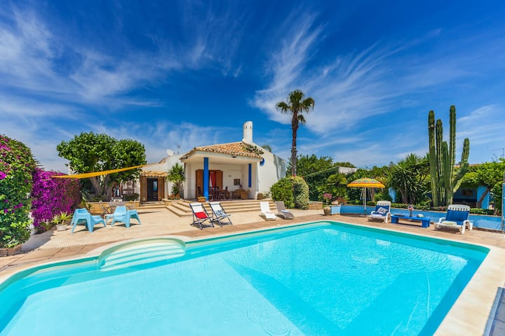 Pool, by the sea, garden, AC, BBQ