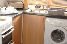 Fully equipped kitchen cooker,washer,microwave,fridgefreezer,toaster,kettle.