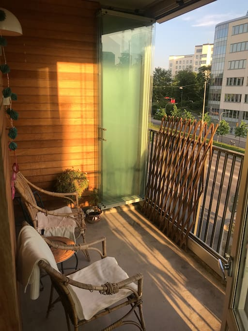 Balcony with flowers, tomato plants and blankets for the cooler evenings.