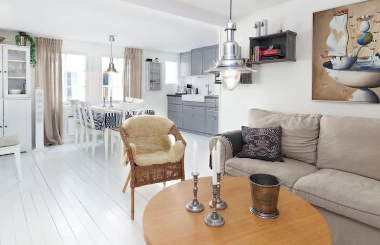 Charmig nyrenoverad lägenhet på Smögenbryggan. - Sotenäs S - Apartment