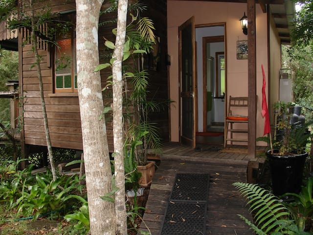 """Frangipani Cottage"" - Writers Retreat"