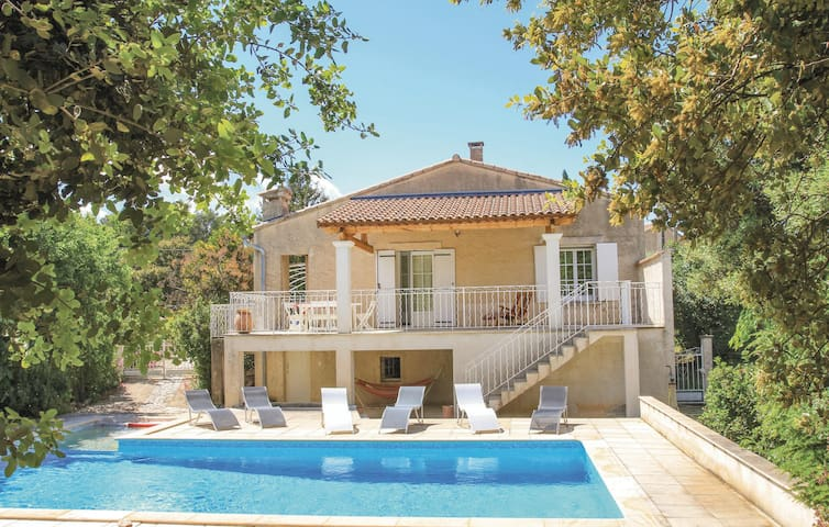 Holiday cottage with 2 bedrooms on 94m² in Merindol