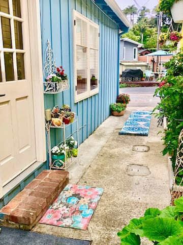 Capitola Village Getaway! - Steps from River walk