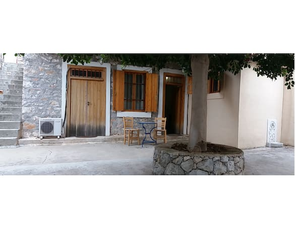 Traditional house in Salamina island - Salamina - Rumah