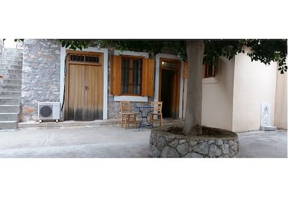 Traditional house in Salamina island - Salamina - Dom