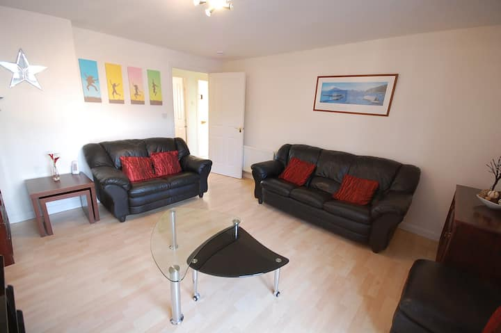 Modern 2 Bedroom Apartment Free Secure Parking