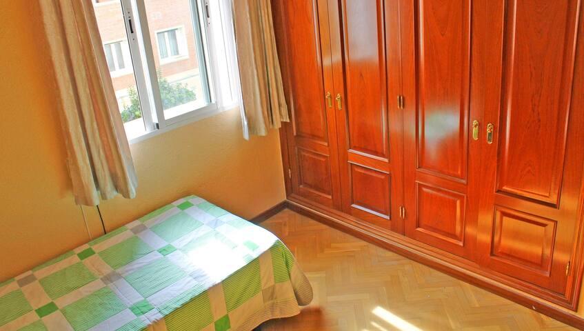 Nice Room in Madrid / Habitación en Argüelles