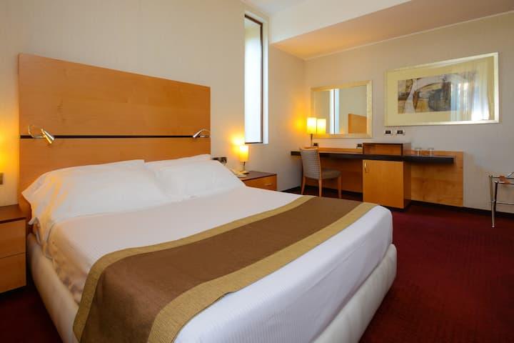 Camera in Hotel**** ideale per il tuo business!!