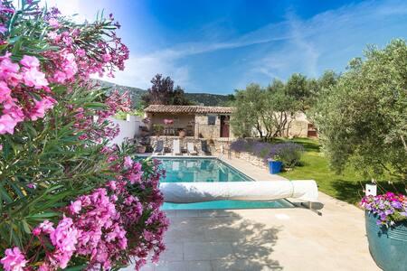 Très joli gîte avec belle piscine dans Luberon - Maubec