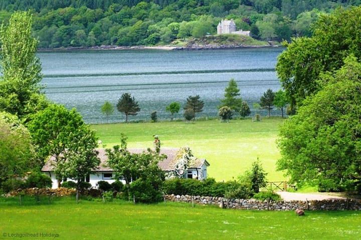 Ardno Cottage by Loch Fyne