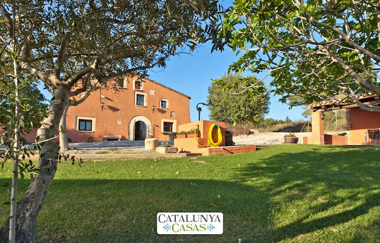 Countryside Masia Gipot for 17 guests, only 20-25 minutes from the beaches of Sitges - Barcelona Region
