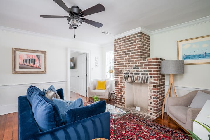 King in 5 (Suite B) - 2 Bed/1 Bath with off-street parking (Circa 1840's)