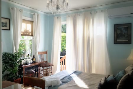 Tiny guesthouse by Claremont Hotel - Berkeley - House