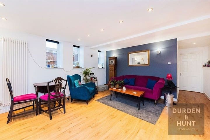 Unique one bedroom flat in Woodford Green
