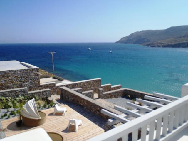 3 BEDROOM HOUSE WITH SEA VIEW ( UP TO 6 GUESTS)