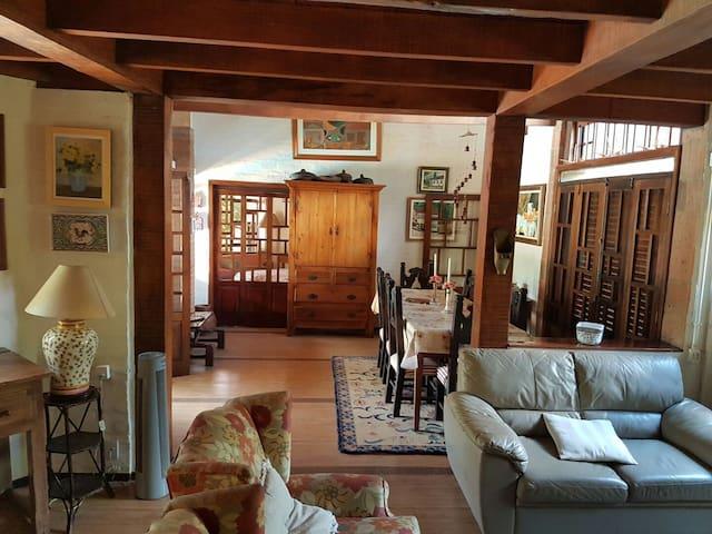 Casa com 1 suite, 2 dormitorios e piscina - Campinas - House