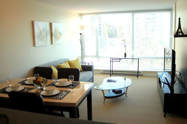 NEW Luxury 1BR Apt Coquitlam Center! Free Parking!
