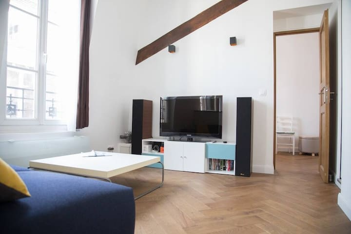 34 sq (m²) refurbished1 BR middle of old Paris 5th