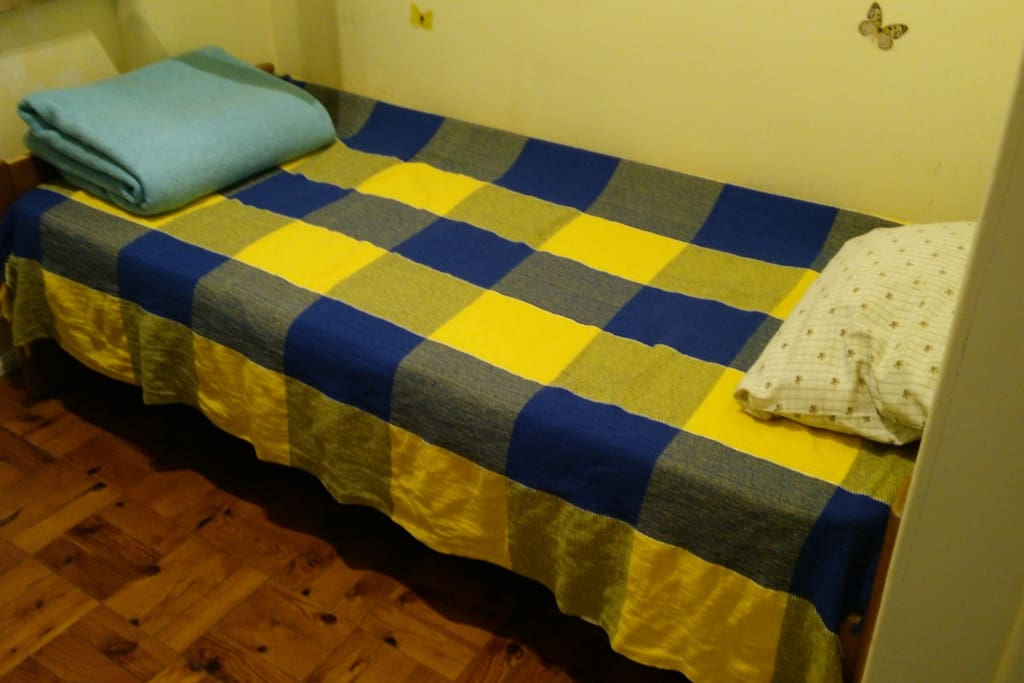 The room for one person, with Tagus river view. (1,85m/bed)