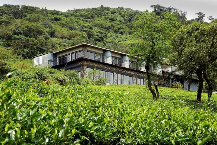 6BHK Talerock Inn+ private lawn by Vista Rooms