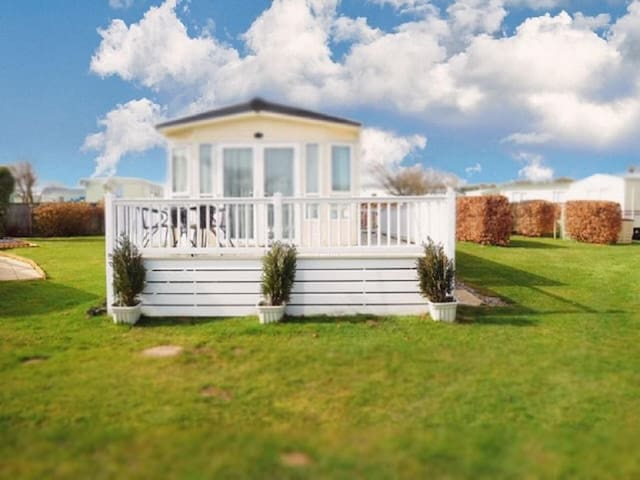 8 berth caravan for hire at Cherry tree holiday park in Norfolk ref 70803C