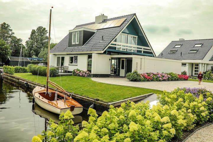 Prachtige 8 pers woning aan het water in Friesland