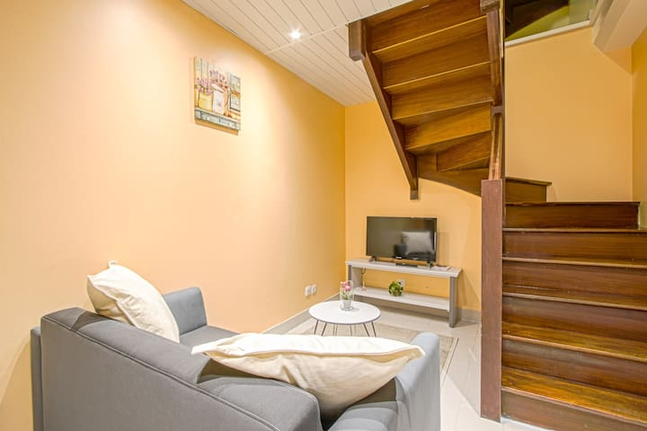 SUPERB TOWNHOUSE IN THE CENTER OF BAYEUX