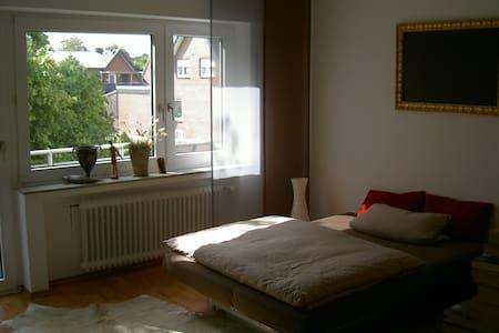 gemütliches Doppelzimmer mit Balkon - Apartamento