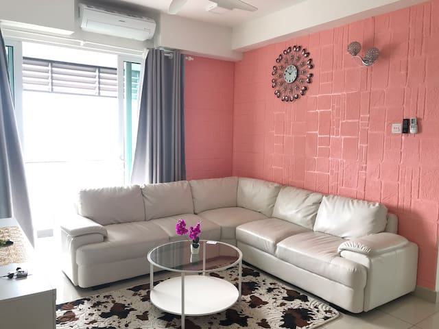 2BR/Fully Aircond/Pool/Astro/Netflix/Wifi @ KB