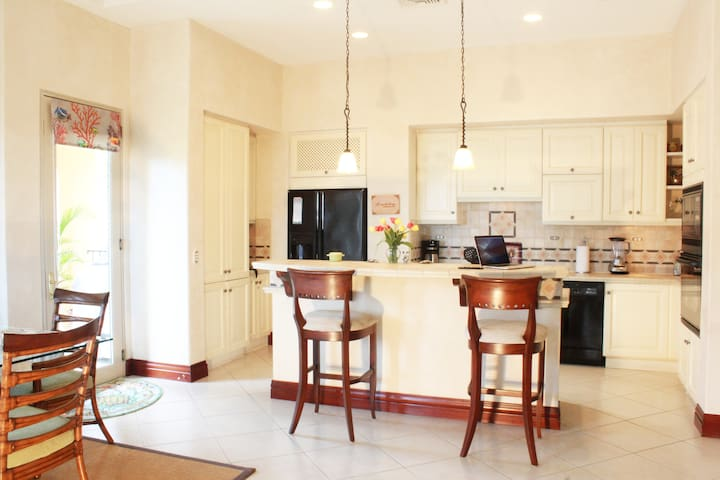 Attention Fisherman! 3 BR Condo next to the Marina