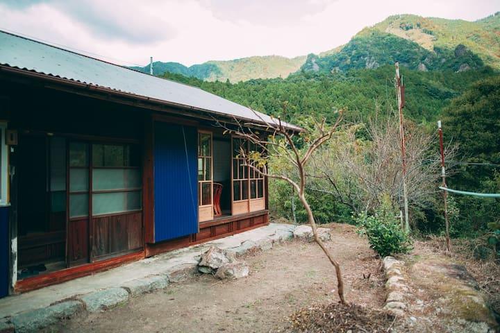 熊野古道沿いにある自然を満喫できる2食付宿「@koguchi(あっとこぐち)」