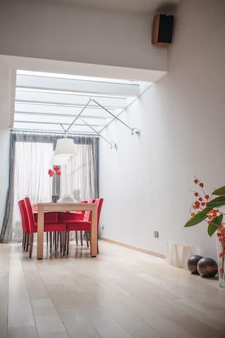 Cozy bedroom in charming City House - Antwerpen - Huis