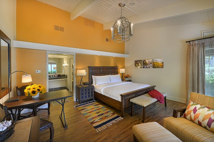 Quail Lodge & Golf Club, Junior Suite