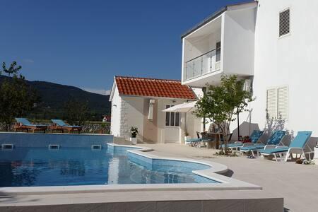 Villa Almas 2 with swimming pool