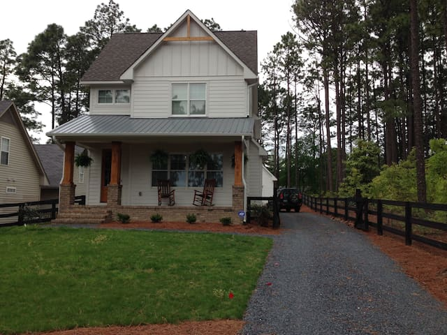 Spacious Room in Horse Country - Southern Pines