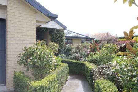 Organic Girl Country House - Fernside