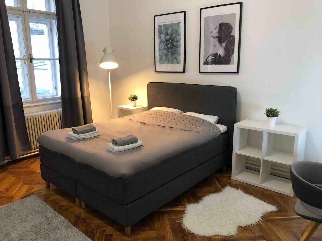 Super comfortable bed right in downtown few steps from Freedom square.