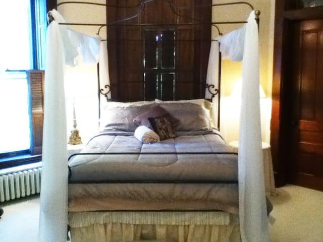 Victoria's B&B Lodging Master Bedroom
